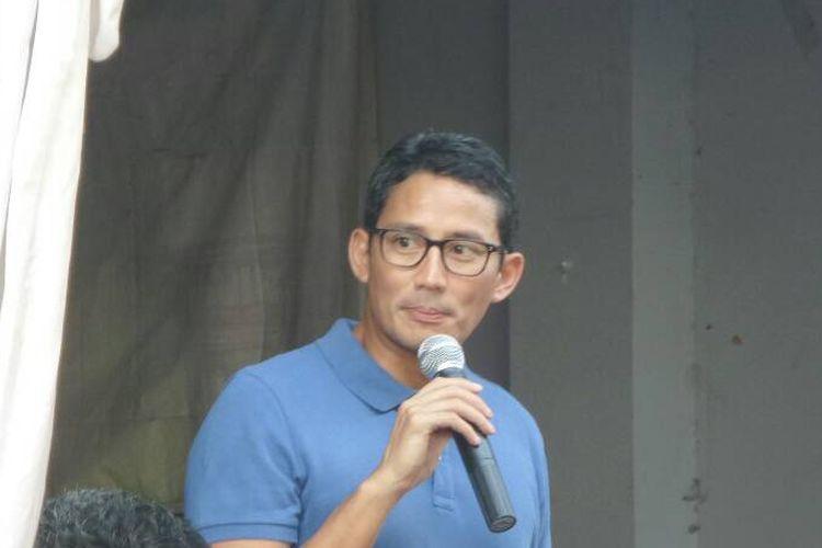Wakil Gubernur DKI Jakarta terpilih Sandiaga Uno saat menyapa warga di Pademangan, Jakarta Utara, Minggu (14/5/2017).