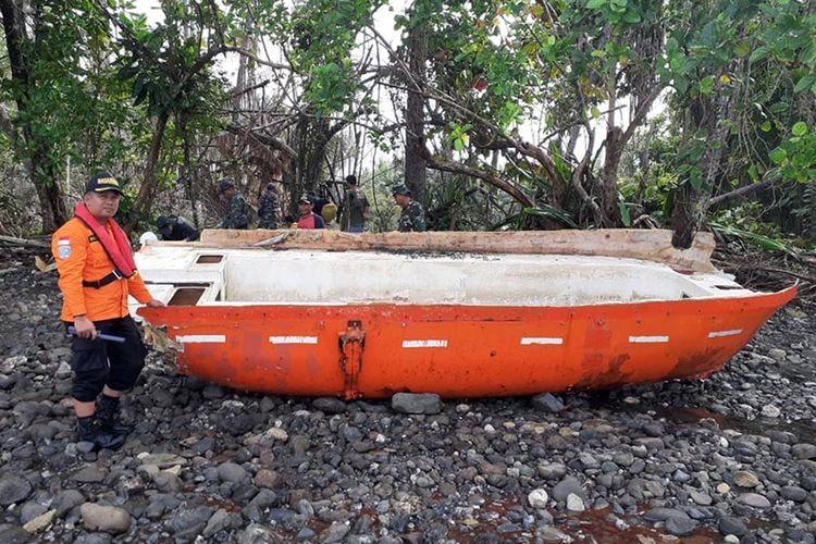 Sebuah lifeboat atau sekoci yang ditemukan tim SAR gabungan Ternate, Maluku Utara yang diduga kuat milik kapal kargo MV Nur Allya yang mengalami hilang kontak sejak Sabtu (31/08/2019).