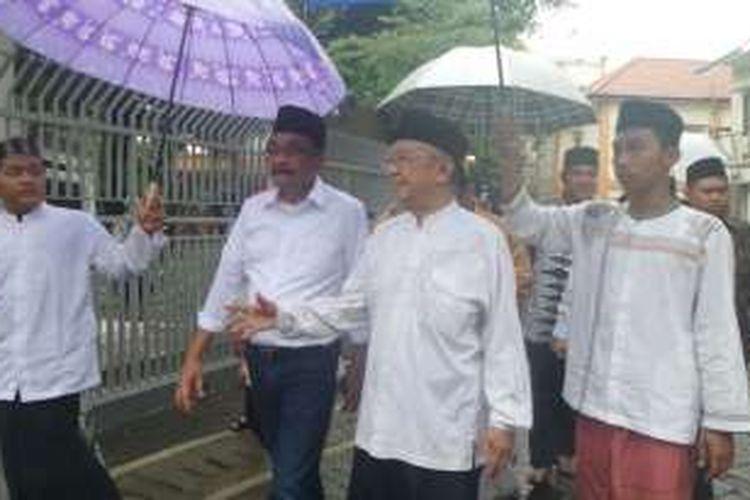 Cawagub DKI Djarot Saiful Hidayat dan tokoh NU Salahuddin Wahid atau Gus Sholah di Pesantren Tebuireng, Jombang, Jumat (11/11/2016).