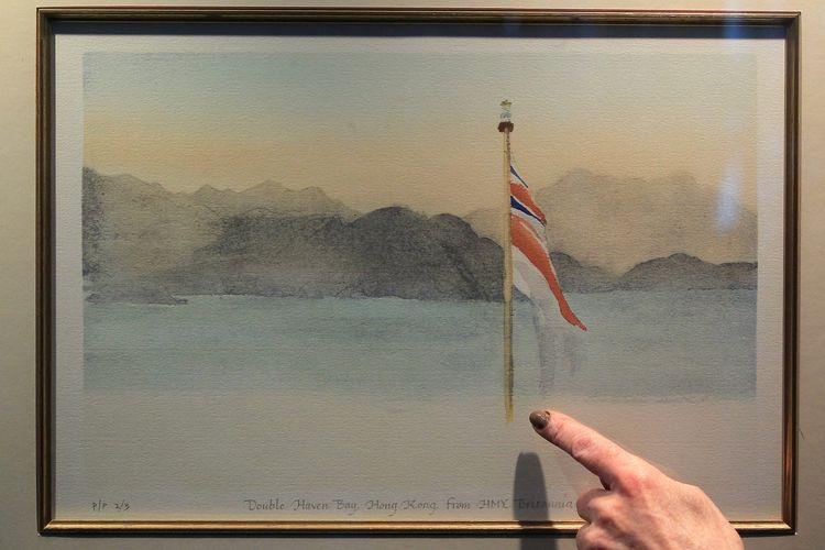 Lukisan karya Pangeran Charles di Hong Kong.