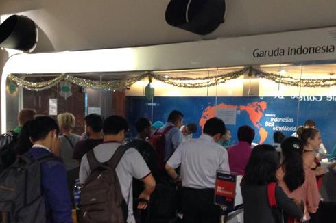 Pembatalan Penerbangan Garuda Indonesia, Penumpang Memadati Bandara Soekarno-Hatta