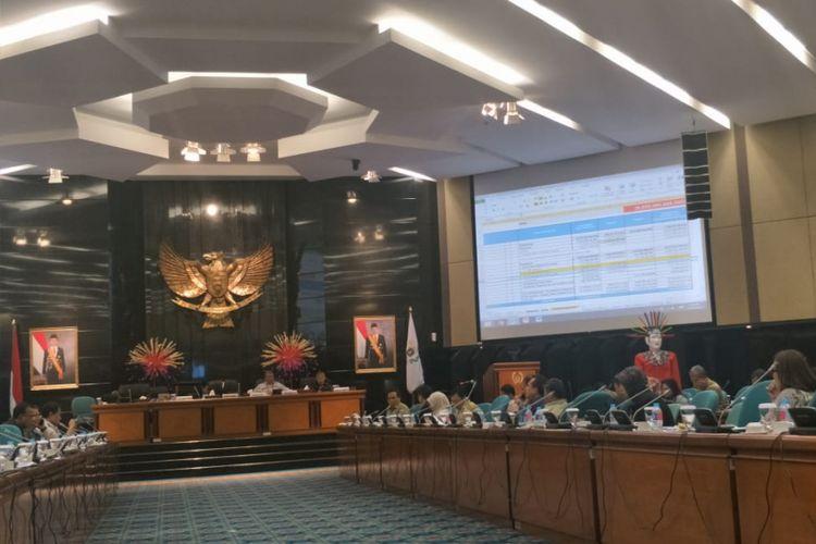 Rapat Badan Anggaran (Banggar) DPRD DKI Jakarta bersama Pemprov DKI Jakarta di Gedung DPRD DKI Jakarta, Jalan Kebon Sirih, Jakarta Pusat, Senin (26/11/2018).
