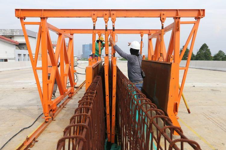 Pembangunan Tol Layang Dalam Kota Jakarta Seksi A Kelapa Gading-Pulogebang melibatkan 1.300 tenaga kerja.
