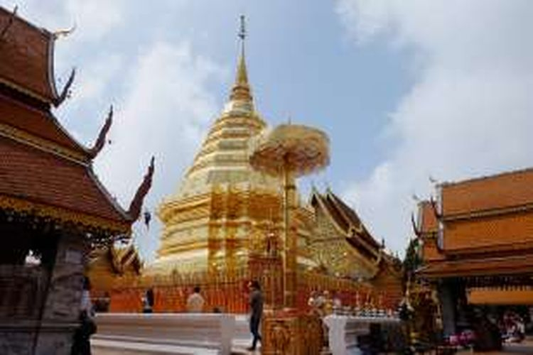 Chiang Mai punya banyak kuil dengan pagoda emas yang menjulang tinggi. Wat Phra That Doi Suthep menjadi kuil yang paling wajib dikunjungi.