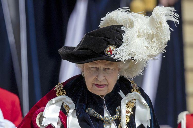 Ratu Inggris, Elizabeth II saat menghadiri seremoni kerajaan di Kapel St George di Kastil Windsor pada 18 Juni 2018.