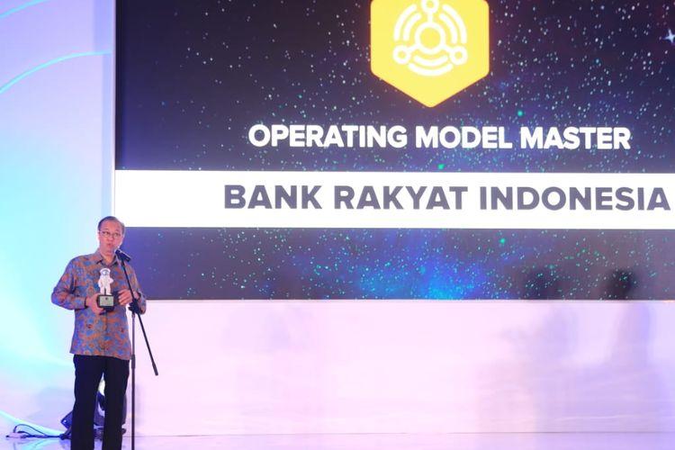 Direktur Teknologi Informasi dan Operasi Bank BRI Indra Utoyo saat mendapatkan penghargaan dari IDC, Kamis (12/9/2019).
