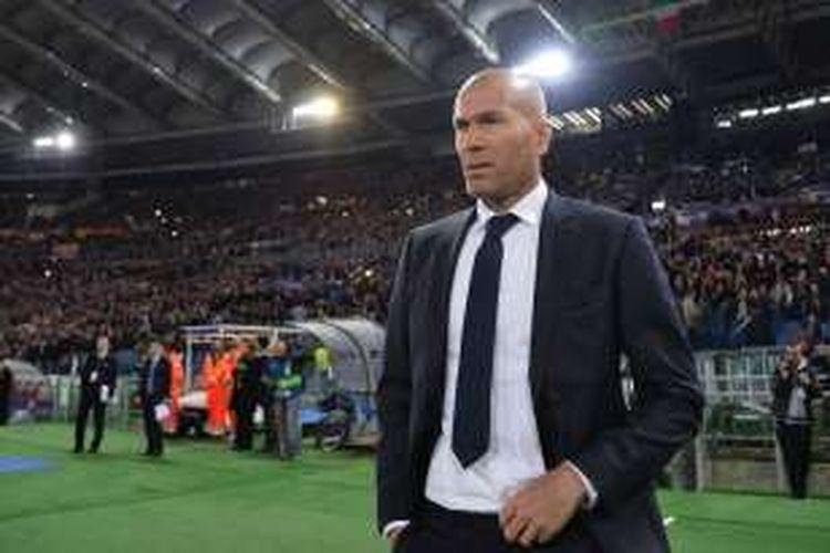 Zinedine Zidane tiba di Stadion Olimpico menjelang partai AS Roma kontra Real Madrid.
