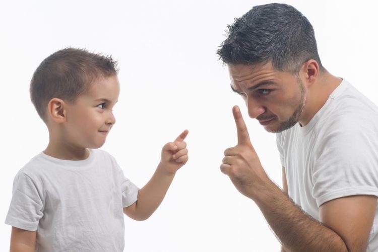 Ilustrasi ayah berselisih dengan anak