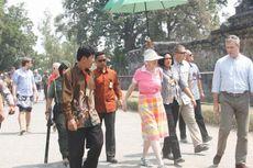 Ratu Denmark Takjub dengan Keindahan Relief Candi Borobudur