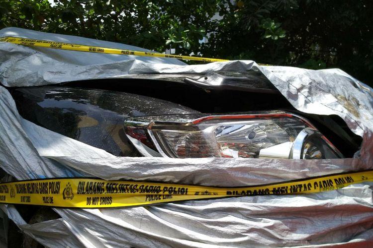 Kondisi Fortuner B 1732 ZLO yang ditumpangi Setya Novanto. Mobil berada di Kantor Ditlantas Polda Metro Jaya, Jakarta Timur, Jumat (17/11/2017).