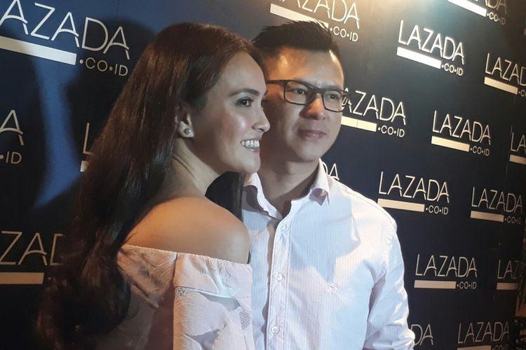 Shandy Aulia dan suaminya, David Herbowo,  ditemui para wartawan diLounge Plaza Senayan XXI, Jakarta Pusat, Rabu (9/8/2017).