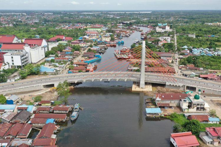 Jembatan Sei Alalak, Banjarmasin, Kalimantan Selatan.