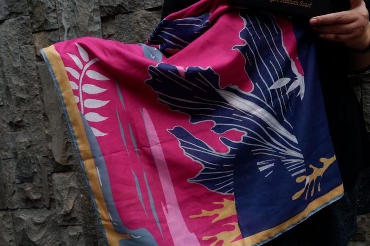 Scarf by Ercy mengeluarkan koleksi hijab bermotif flora dan fauna.
