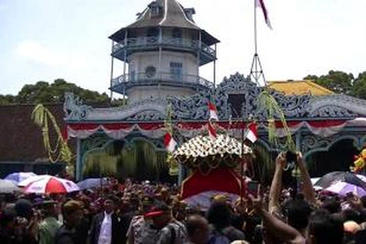 Acara Grebeg Maulud Solo pada hari Selasa (14/1/2014).