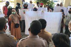 Diwarnai Tangisan, Pedagang Lhokseumawe Demo ke Kantor Wali Kota