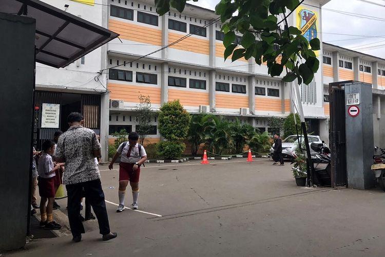 Suasana SD Mardi Yuana di Depok, Jawa Barat, Selasa (3/3/2020) berjalan seperti biasa pasca-diumumkan dua warga Depok terjangkit virus corona. Siswa-siswa terlihat antusias melaksanakan kegiatan belajar mengajar.