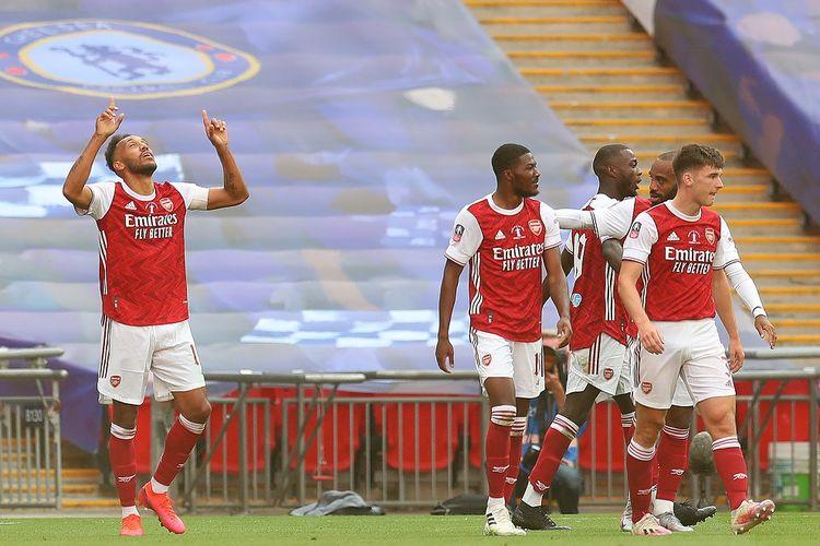 Striker asal Gabon, Pierre-Emerick Aubameyang, merayakan gol kedua timnya saat pertandingan final Piala FA antara Arsenal dan Chelsea di Stadion Wembley di London, pada 1 Agustus 2020.