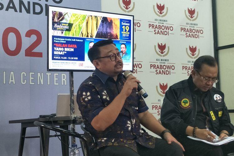 Wakil Sekjen (Wasekjen) Partai Demokrat Rachlan Nashidik dalam sebuah diskusi di media center pasangan Prabowo-Sandiaga, Jalan Sriwijaya I, Jakarta Selatan, Selasa (19/2/2019).