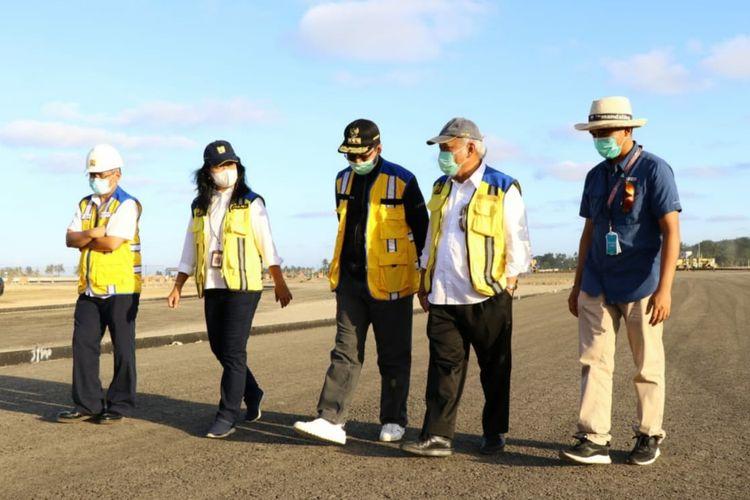 Menteri PUPR Basuki Hadimuljono meninjau pembangunan Jalan Bypass Bandara Internasional Lombok (BIL)-Kawasan Pariwisata Mandalika.