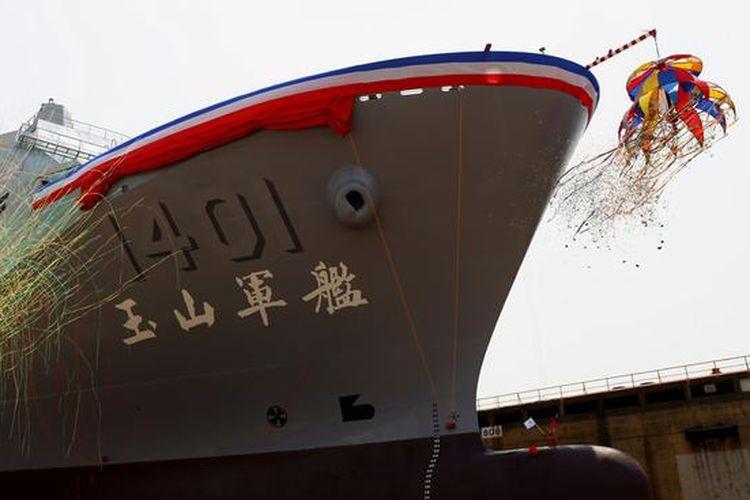 Kapal perang Yushan di dermaga Kaosiung, Taiwan (13/4/2021).