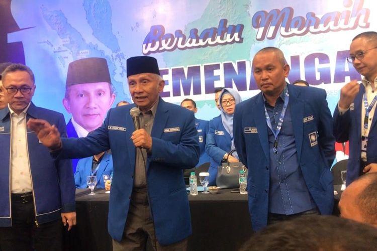 Ketua Dewan Kehormatan PAN Amien Rais mencoba menenangkan para kader yang gontok-gontokan di Rakernas V PAN di Hotel Millennium, Tanah Abang, Jakarta, Sabtu (7/12/2019)