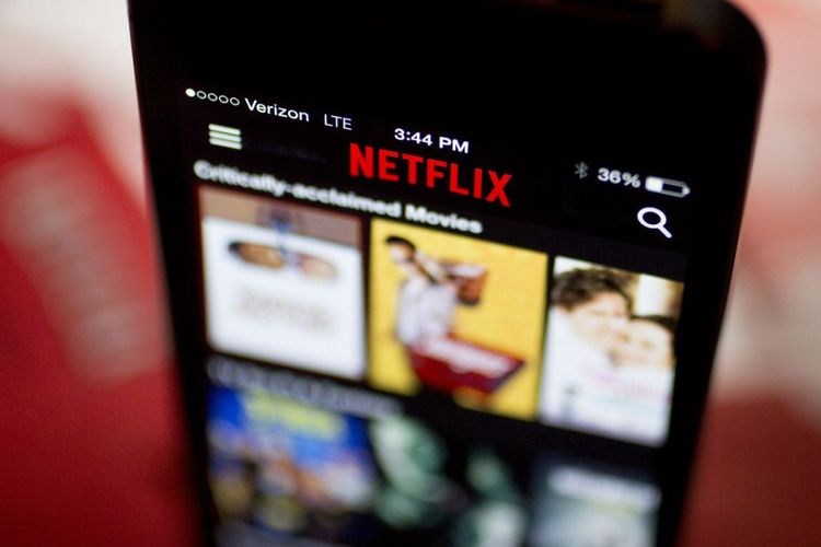 Ilustrasi Netflix di smartphone.