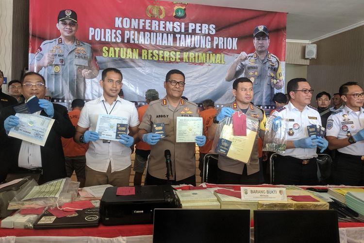 Press release pengungkapan sindikat pemalsuan KIR oleh Polres Pelabuhan Tanjung Priok, Rabu (11/9/2019)