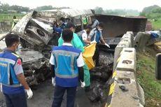 Minibus Angkut 16 Orang Tabrak Truk di Tol Madiun, 3 Penumpang Tewas Terbakar, Ini Kronologinya