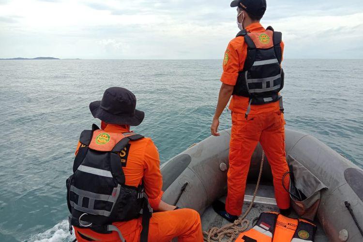 Upaya pencarian tim SAR di Tanjung Sangkar, Bangka Selatan, Senin (12/10/2020).