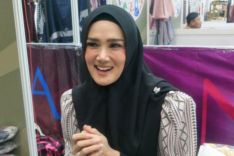 Mulan Jameela hadir dalam Hijrah Fest 2018 di Jakarta Convention Center, Kompleks Gelora Bung Karno, Jakarta Pusat, Jumat (9/11/2018).