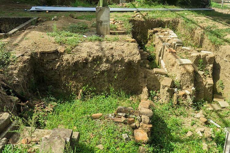 Reruntuhan Situs Keraton Pleret.