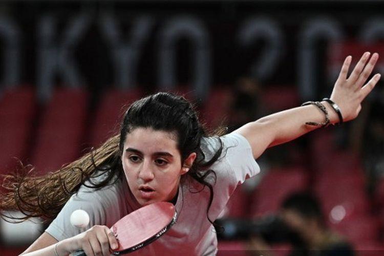 Petenis meja putri Suriah, Hend Zaza, yang masih berusia 12 tahun melawan Liu Jia (Austria) di babak penyisihan Olimpiade Tokyo 2020.