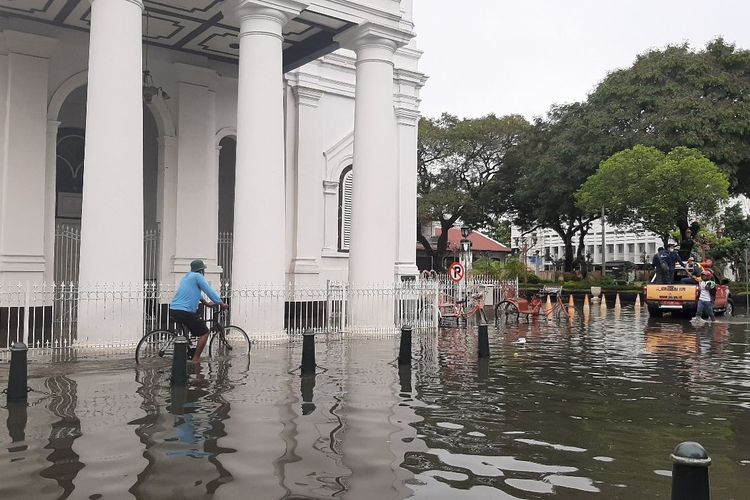Banjir di kawasan Kota Lama Semarang, Sabtu (6/2/2021)