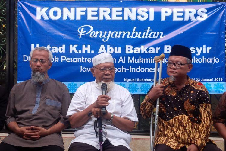 Keluarga dan Pengurus Ponpes Al Mukmin Ngruki Cemani, Grogol, Sukoharjo menggelar konferensi pers penyambutan Ustaz Abu Bakar Baasyir di Kompleks Ponpes setempat, Rabu (23/1/2019).