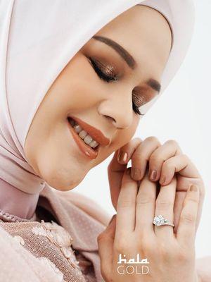 Hala Gold meluncurkan koleksi perhiasan bertajuk Paras Collaboration, berkolaborasi dengan aktris Cut Meyriska.