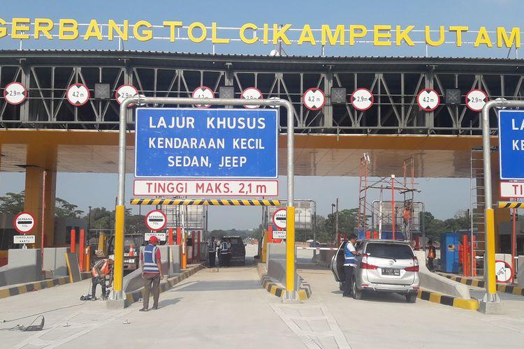 Gerbang Tol (GT) Cikampek Utama di Jalan Tol Jakarta-Cikampek.