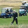 Sebelum Dikalahkan Joe Biden, Trump Pergi Main Golf