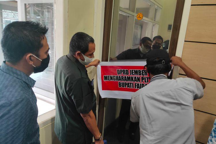 Komisi D DPRD Jember saat menggelar sidak di kantor Dinas PU Bina Marga dan Sunber Daya Air Selasa (26/1/2021)