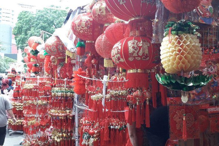 Pedagang musiman Hari Raya Imlek mulai padati kawasan Pecinan, Jalan Pancoran Raya, Glodok, Tamansari, Jakarta Barat pada Selasa (29/1/2019).