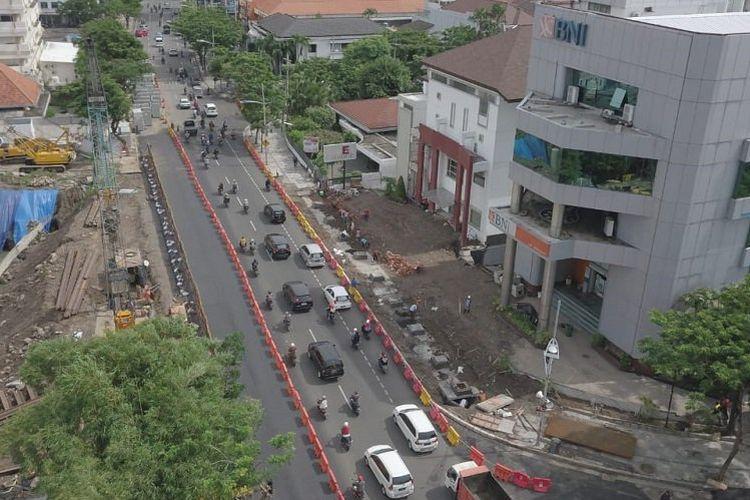Jalan Raya Gubeng, Surabaya, terpantau ramai lancar setelah akses jalan bisa digunakan kembali dan resmi dibuka pada Kamis (27/12/2018) petang pukul 18.00 WIB.
