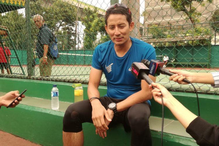 Calon wakil presiden nomor urut 02, Sandiaga Uno di sela-sela kegiatan olahraganya di Lapangan Tenis Bulungan, Jakarta, Jumat (30/11/2018).