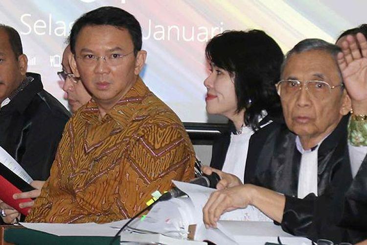 Gubernur nonaktif DKI Jakarta Basuki Tjahaja Purnama (Ahok) menjalani sidang lanjutan terkait kasus dugaan penodaan agama di Auditorium Kementerian Pertanian, Jakarta Selatan, Selasa (24/1/2017). Sidang Ahok kali ini beragendakan mendengarkan lima keterangan saksi dari pihak Jaksa Penuntut Umum.