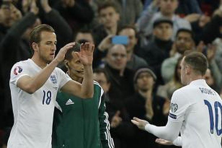 Striker tim nasional Inggris, Harry Kane (kiri) dan Wayne Rooney.
