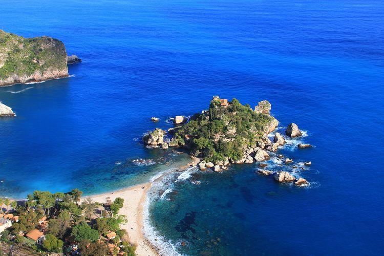 Ilustrasi Italia - Pulau Sisilia.