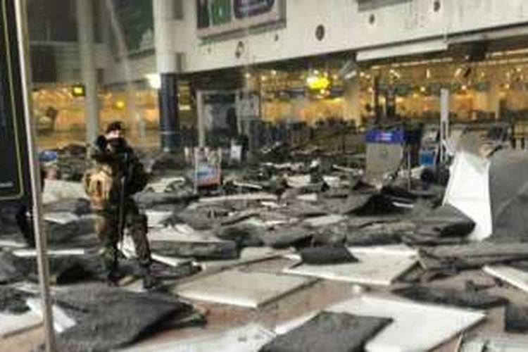 Ledakan di bagian pelaporan (check in) pesawat American Airlines di Bandara Brussels, Belgia, Selasa (22/3/2016) pagi.