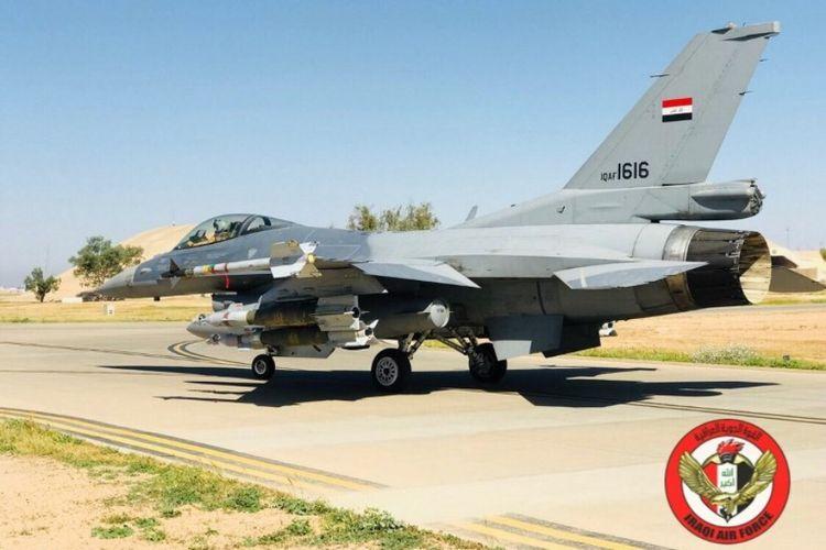 Pesawat jet tempur F-16 milik Angkatan Udara Irak yang dikerahkan dalam serangan ke Suriah, Kamis (19/4/2018).