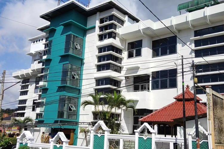 """Pemerintah Kabupaten Kuningan Jawa Barat meresmikan """"Instalasi Infeksi RSUD45"""" yang akan dikhususkan untuk menangani pasien-pasien covid-19, selasa (7/4/2020). Bangunan yang terdiri dari empat lantai ini merupakan bekas bangunan Rumah Sakit Bersalin Citra Ibu di jalan utama jalur Kuningan – Cirebon."""