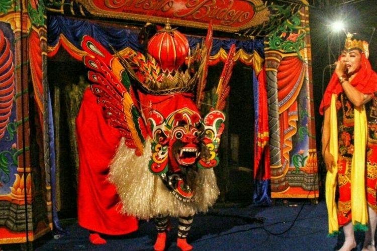Barong Jaripah dipentaskan semalam suntuk di Banyuwangi, Jawa Timur.