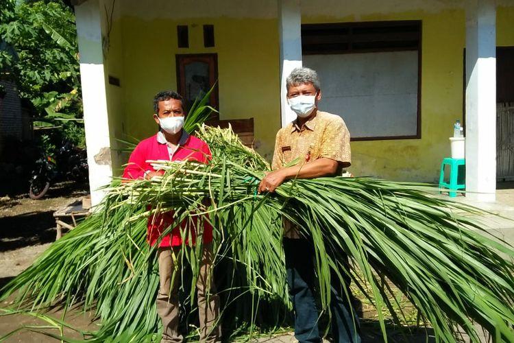 Pemkab Kediri, Jawa Timur, memberikan jatah makanan untuk ternak yang terimbas micro lockdown.
