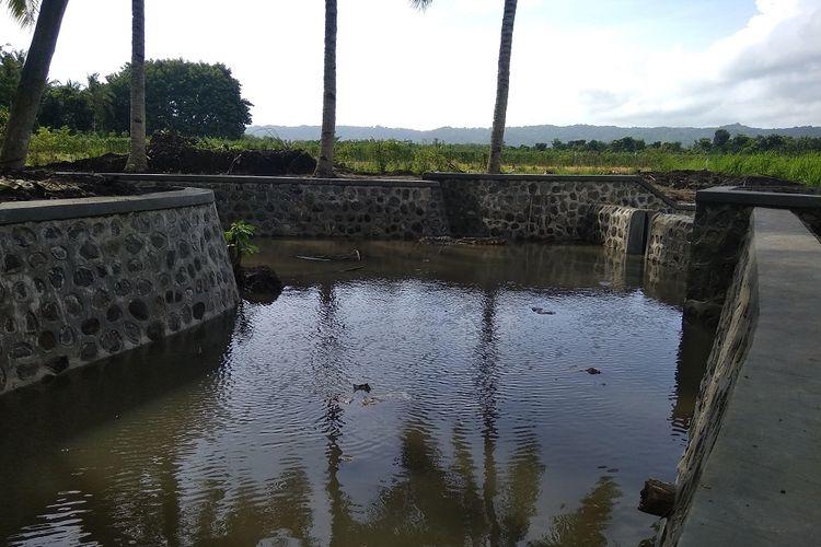 Embung penampung air untuk mengairi lahan pertanian di musik kemarau.